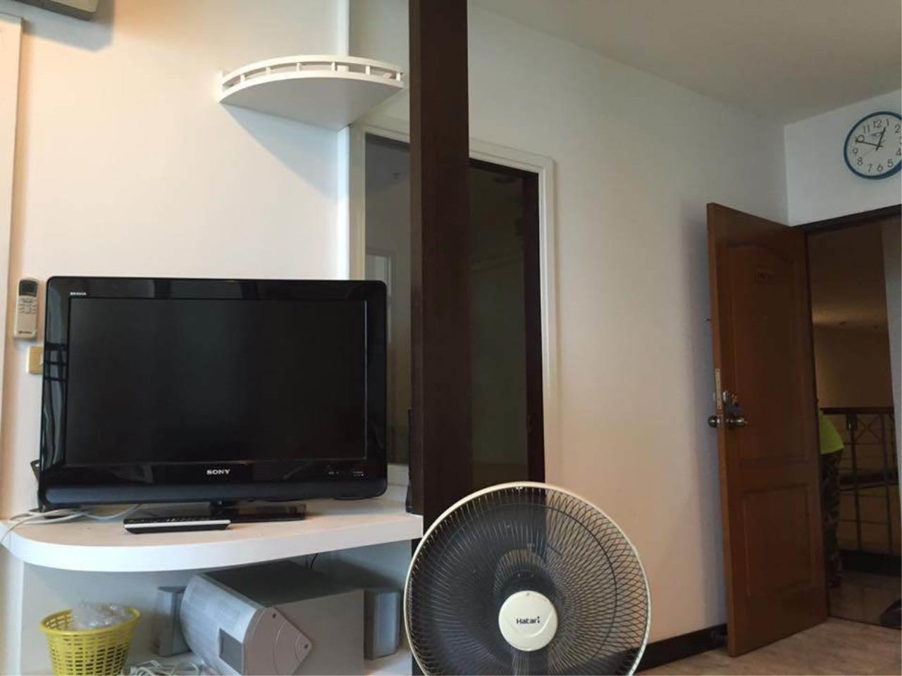 RE/MAX All Star Realty Agency's Sathorn House Condo for rent (BTS Sarasak) 6