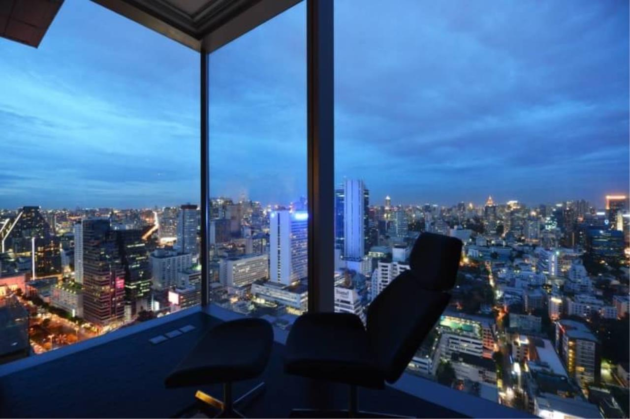 RE/MAX All Star Realty Agency's The Ritz Carlton luxury condo for rent 4