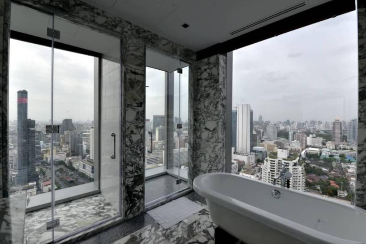 RE/MAX All Star Realty Agency's The Ritz Carlton luxury condo for rent 6