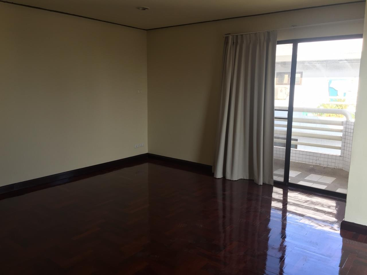 Piri Property Agency's 4 bedrooms Condominiumon 23 floor For Rent 8