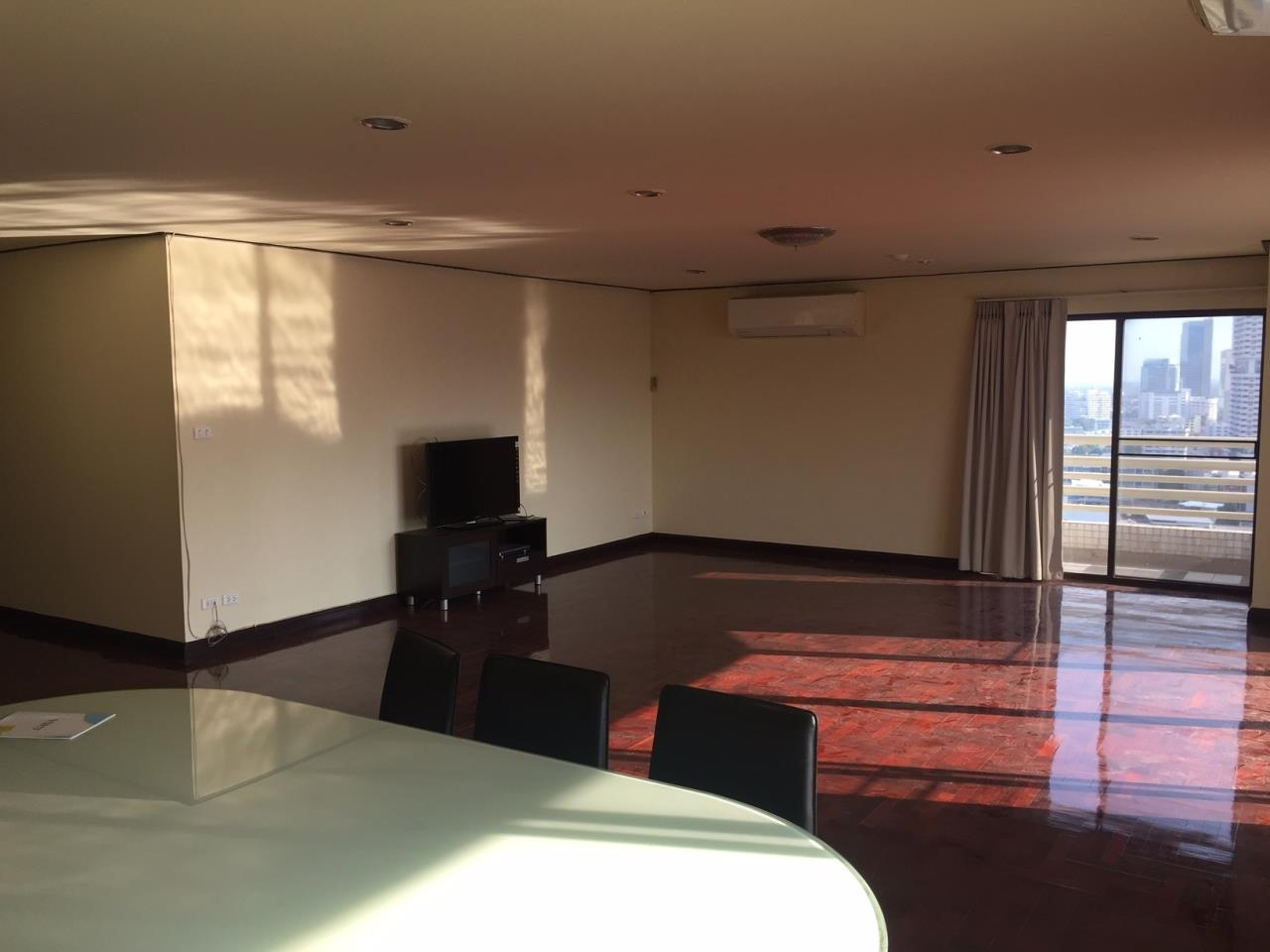 Piri Property Agency's 4 bedrooms Condominiumon 23 floor For Rent 1