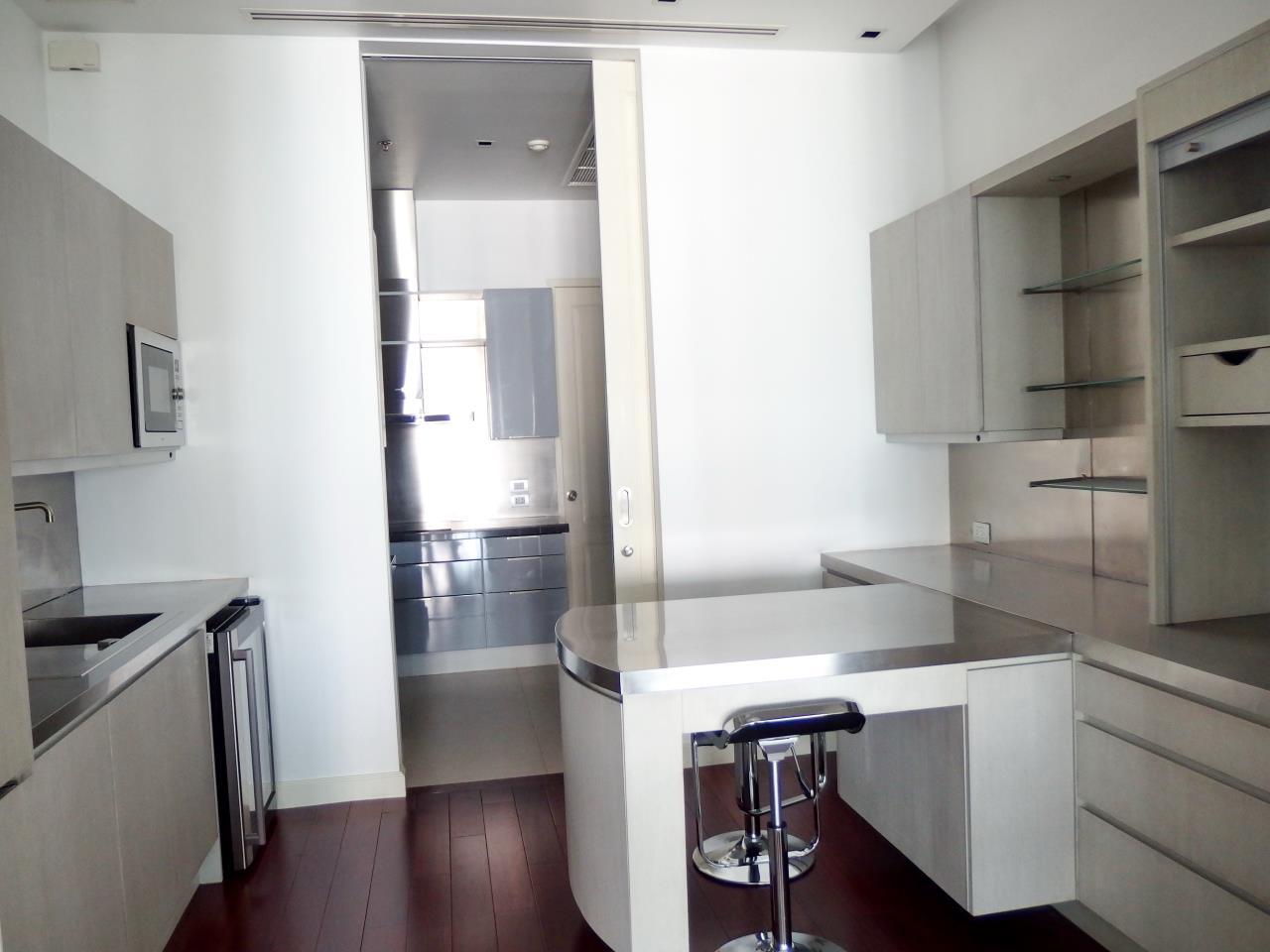 Piri Property Agency's 2 bedrooms Condominiumon 11 floor For Rent 2