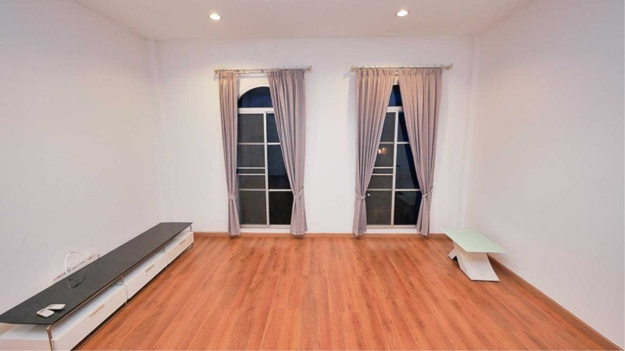 Piri Property Agency's 3 bedrooms Townhouseon 3 storeys floor For Rent 5
