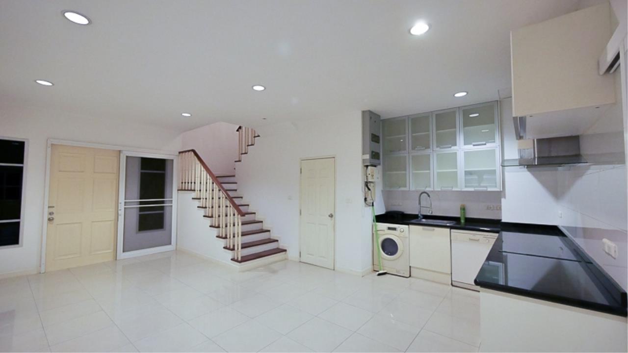 Piri Property Agency's 3 bedrooms Townhouseon 3 storeys floor For Rent 2