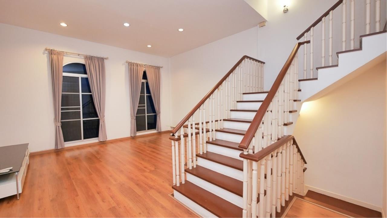 Piri Property Agency's 3 bedrooms Townhouseon 3 storeys floor For Rent 3