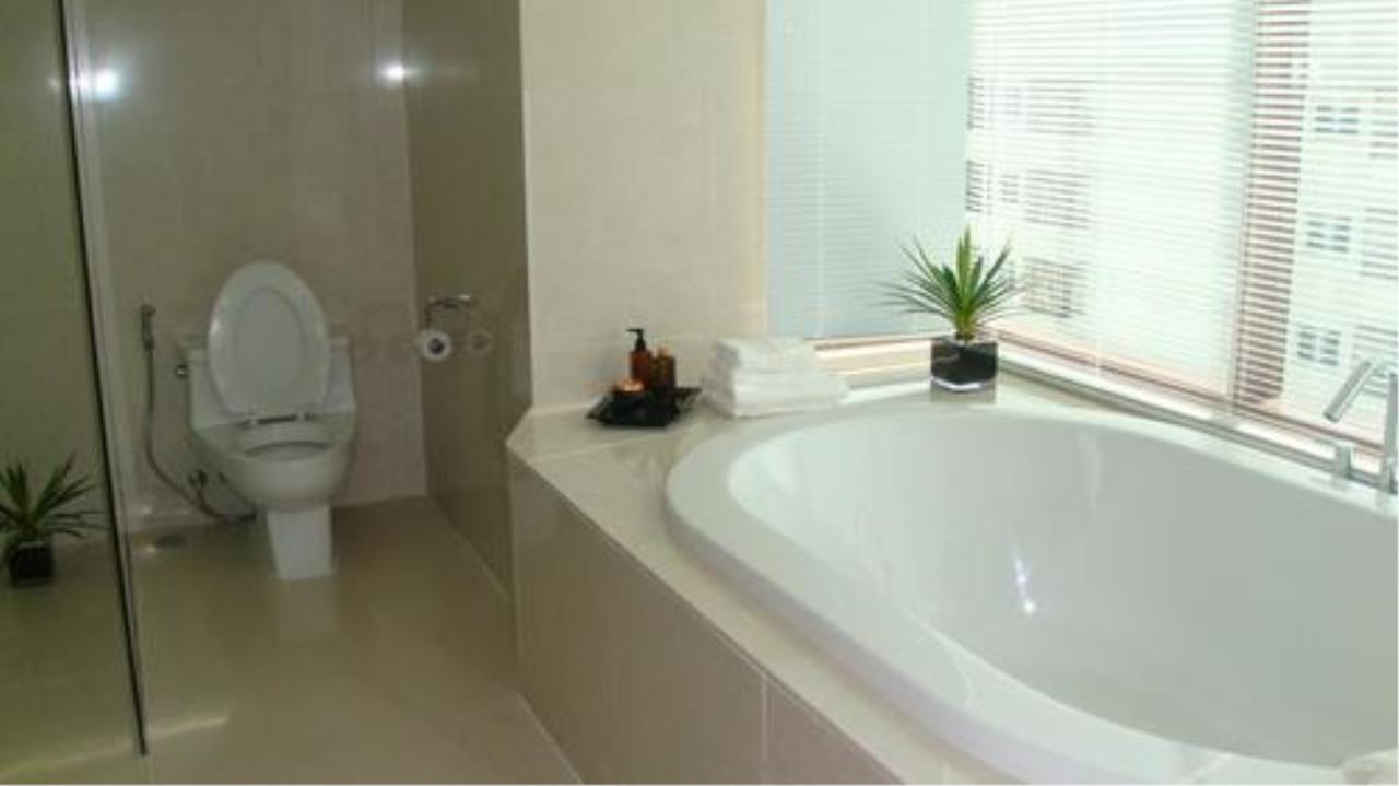 Piri Property Agency's 3 bedrooms Condominium  on 27 floor For Rent 3 7