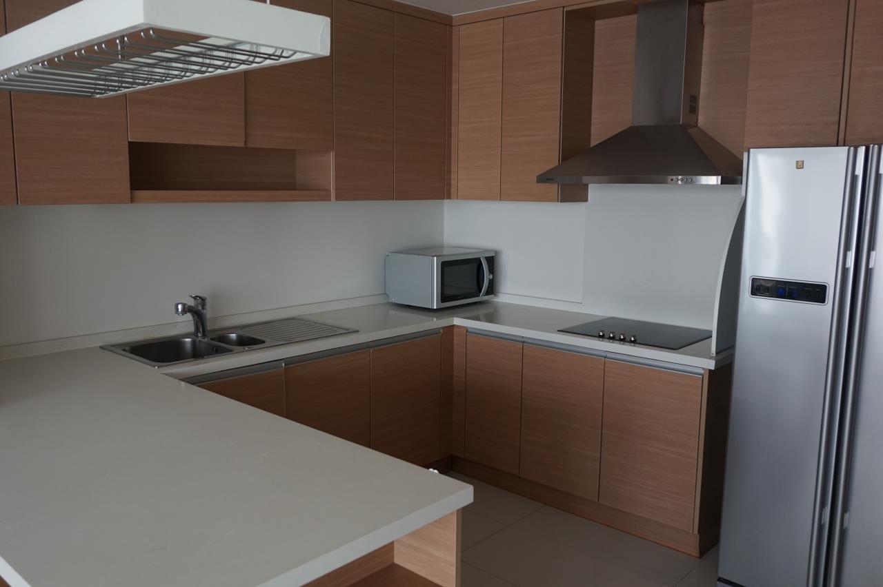 Piri Property Agency's 3 bedrooms Condominiumon 26 floor For Rent 3