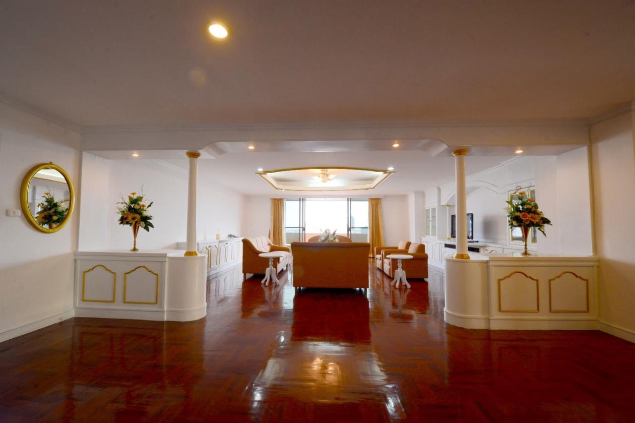 Piri Property Agency's 3 bedrooms Condominiumon 23 floor For Rent 3