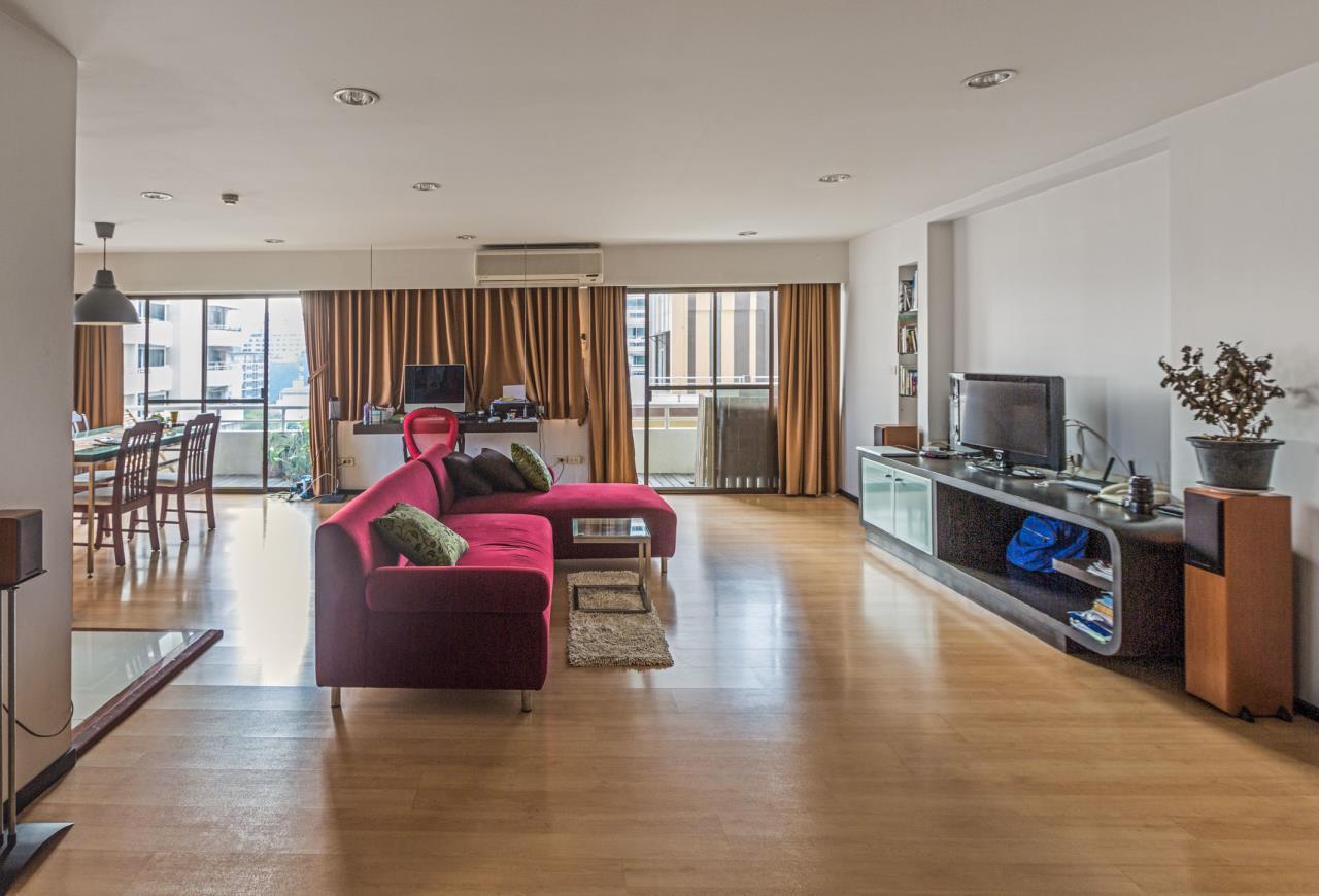 Piri Property Agency's Spacious and Fully Renovated 2 Bedroom Condo in Nana 1