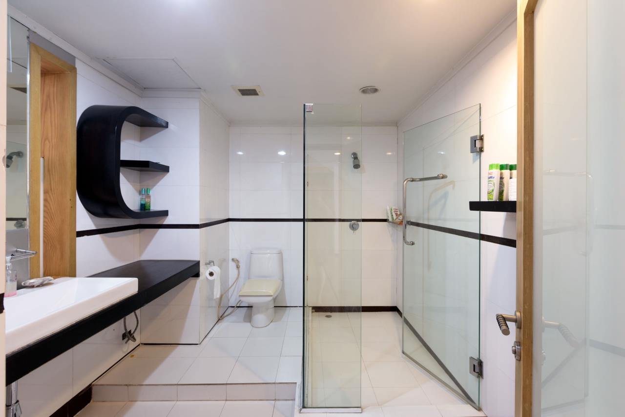 Piri Property Agency's Spacious and Fully Renovated 2 Bedroom Condo in Nana 12