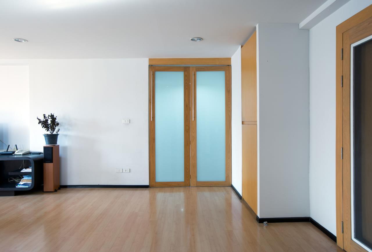 Piri Property Agency's Spacious and Fully Renovated 2 Bedroom Condo in Nana 8