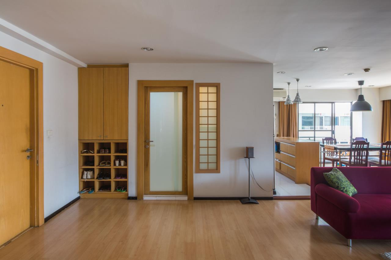 Piri Property Agency's Spacious and Fully Renovated 2 Bedroom Condo in Nana 5