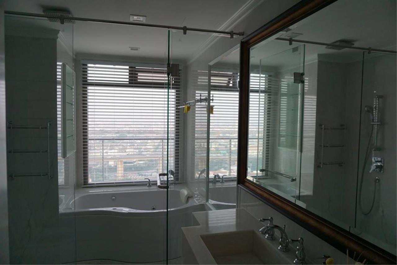 Piri Property Agency's 3 bedrooms Condominiumon 26 floor For Rent 5