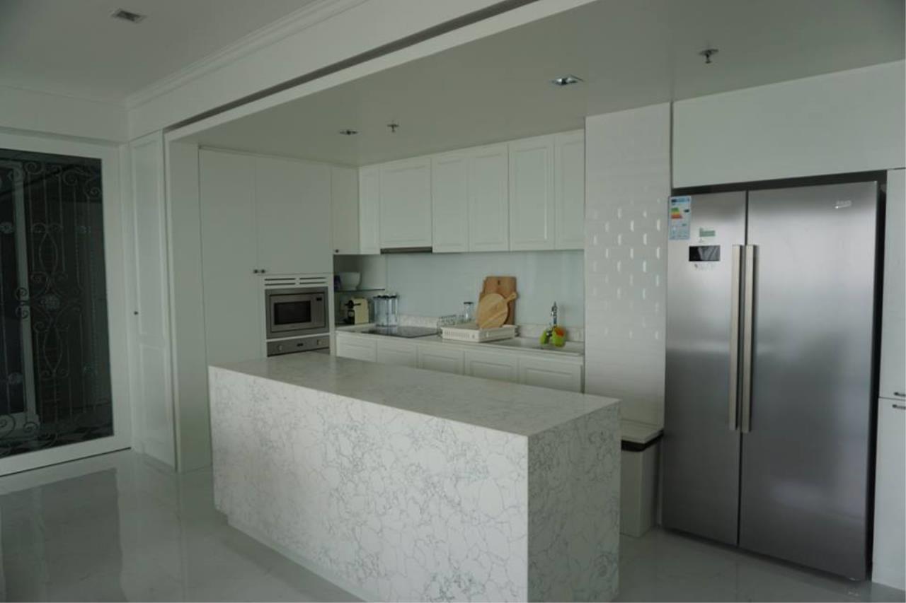 Piri Property Agency's 3 bedrooms Condominiumon 26 floor For Rent 4