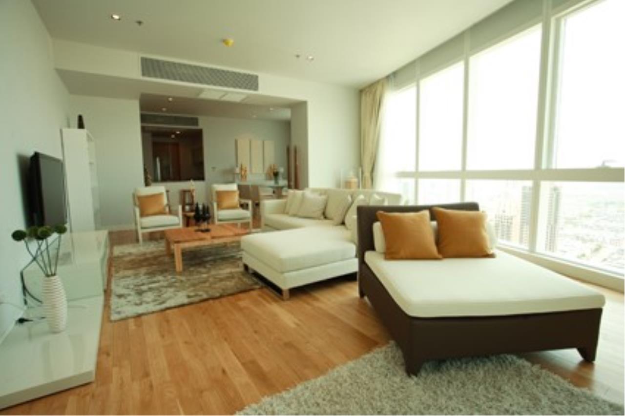 Piri Property Agency's 3 bedrooms Condominiumon 40 floor For Rent 2