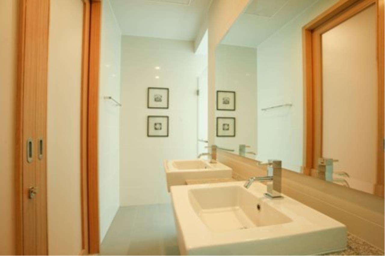 Piri Property Agency's 3 bedrooms Condominiumon 40 floor For Rent 12