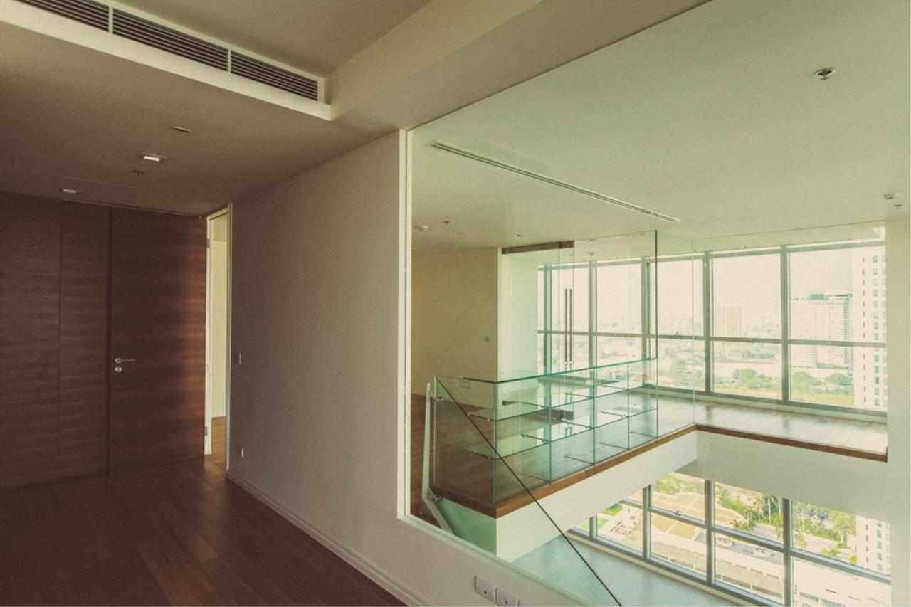 Piri Property Agency's 3 Duplex bedrooms Condominiumon 31 floor For Rent 1
