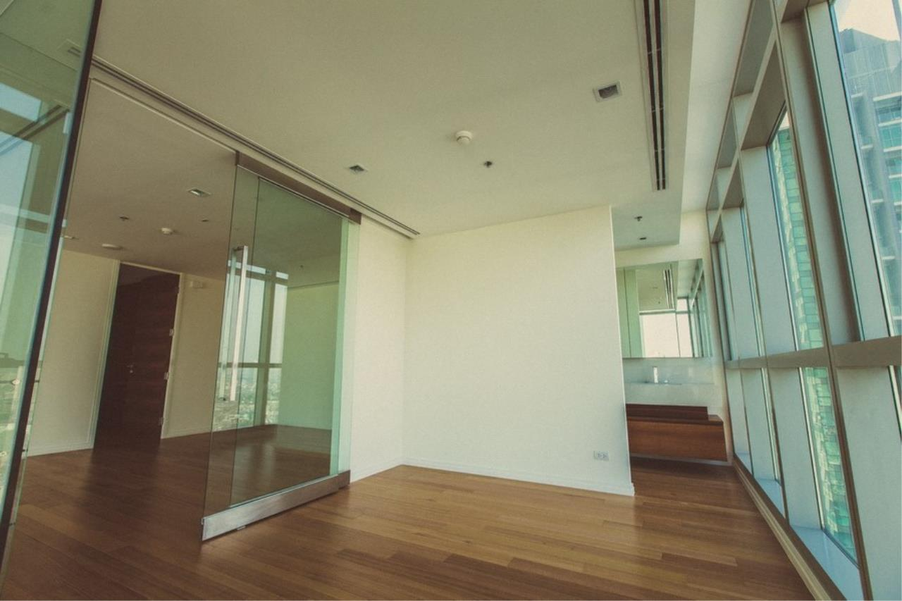 Piri Property Agency's 3 Duplex bedrooms Condominiumon 31 floor For Rent 12