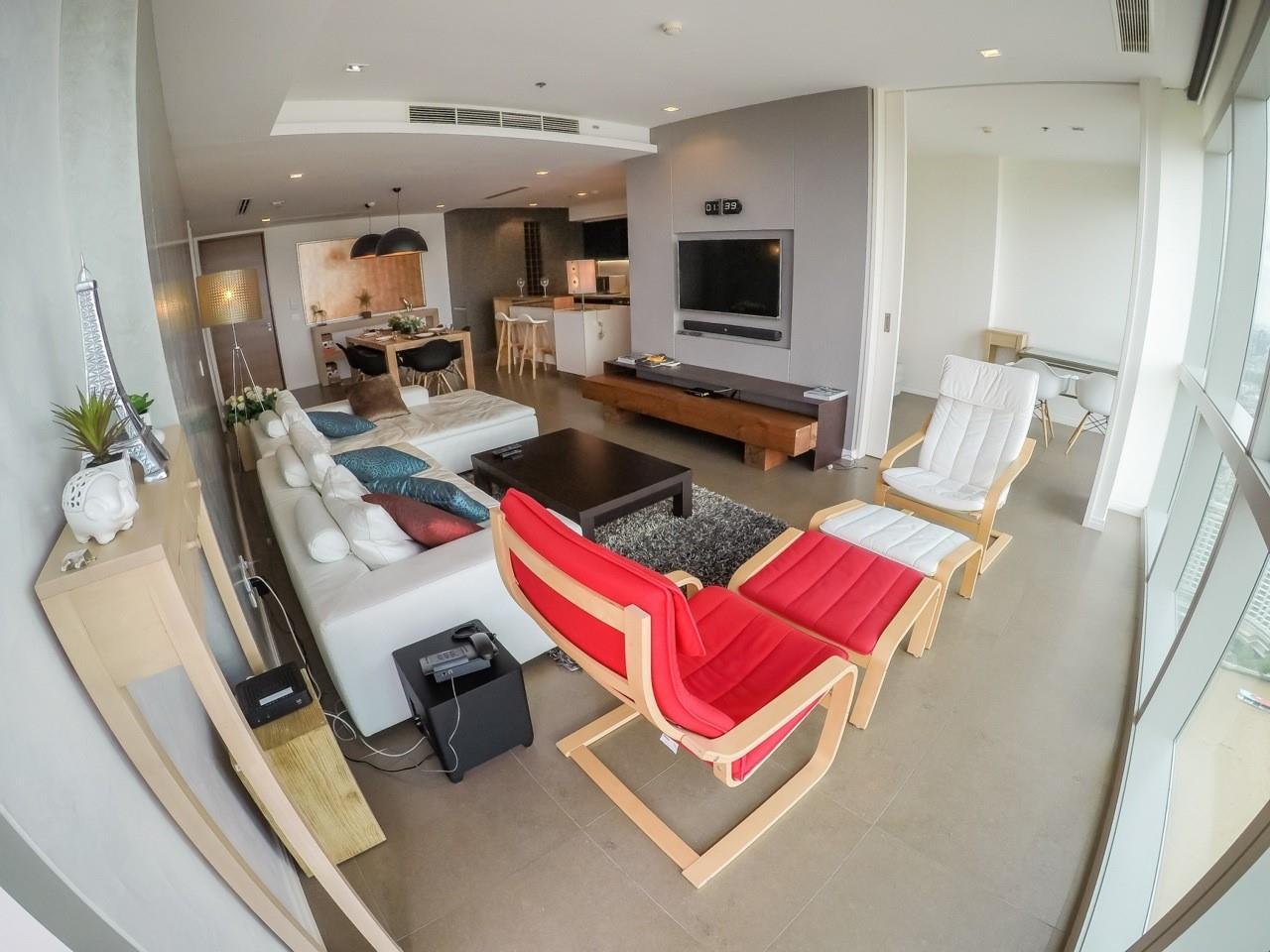 Piri Property Agency's 3 bedrooms Condominiumon 49 floor For Sale 3