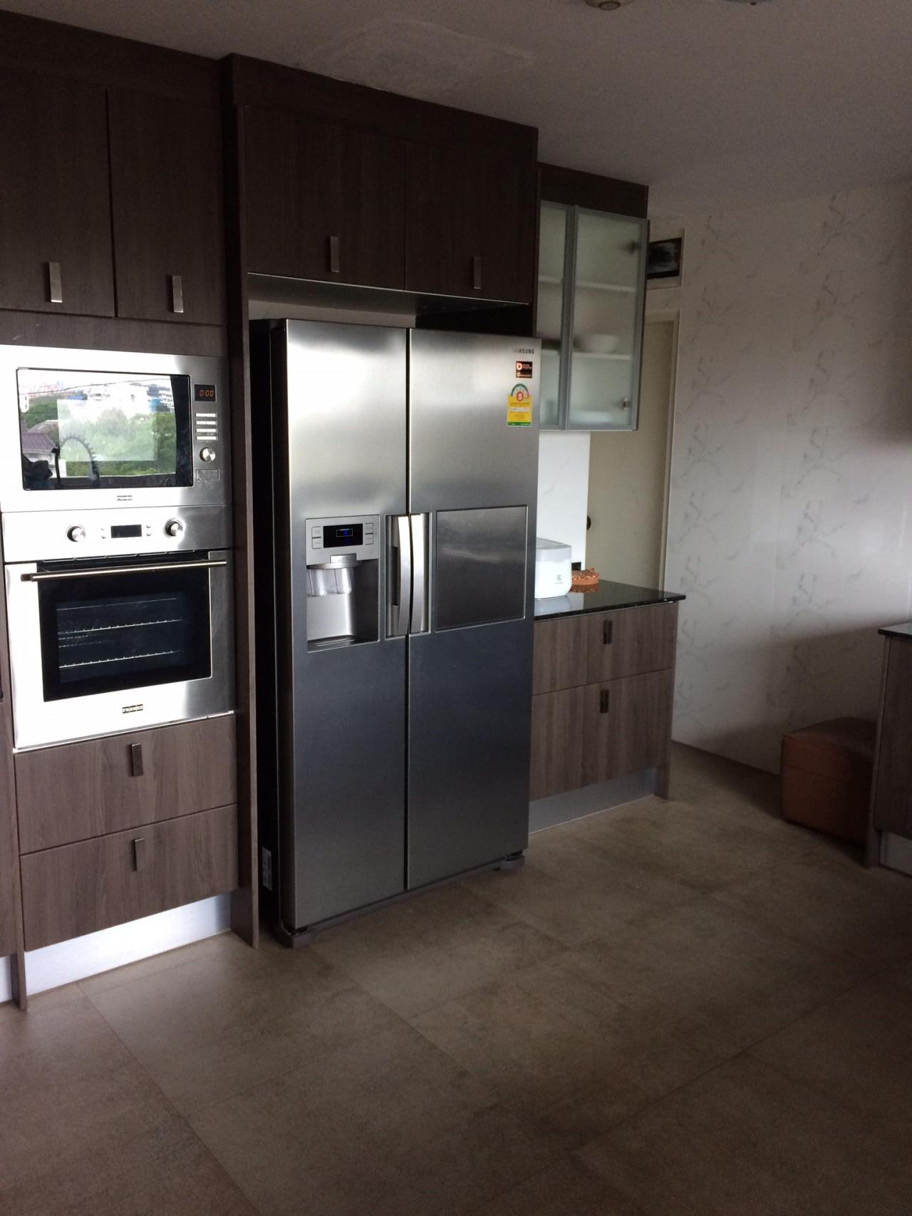 Piri Property Agency's 4 bedrooms CondominiumFor Rent 3