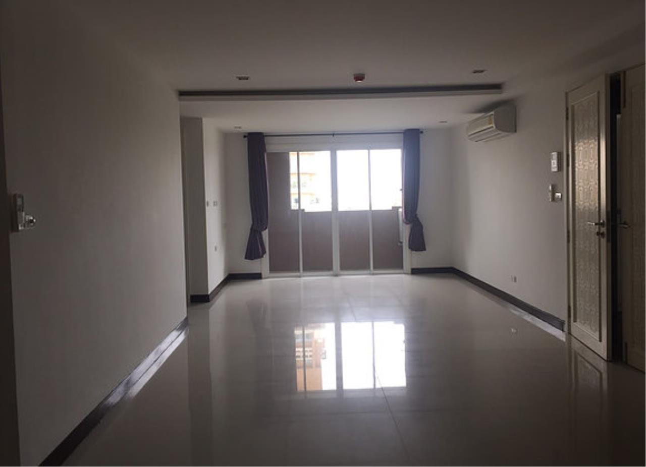 Piri Property Agency's 3 bedrooms Condominiumon 8 floor For Sale 3