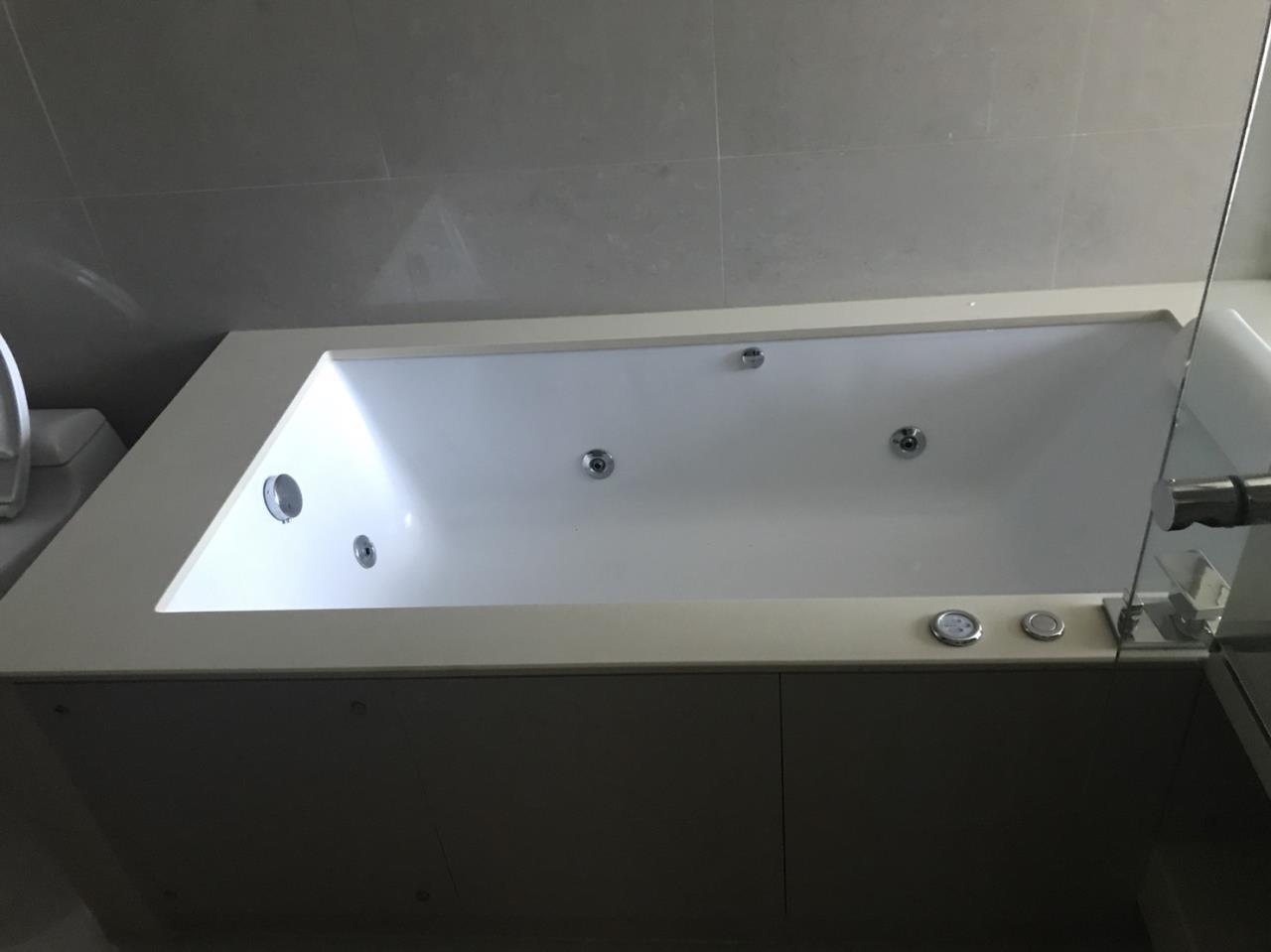 Piri Property Agency's 2 bedrooms Condominiumon 29 floor For Rent 5