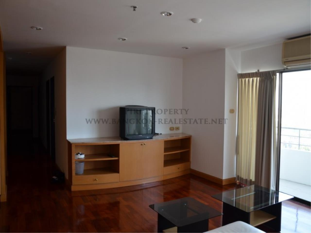 Piri Property Agency's Spacious 3 Bedroom Condo in Ekkamai - 128 SQM for 50K - Top View Tower - 30th Floor 4