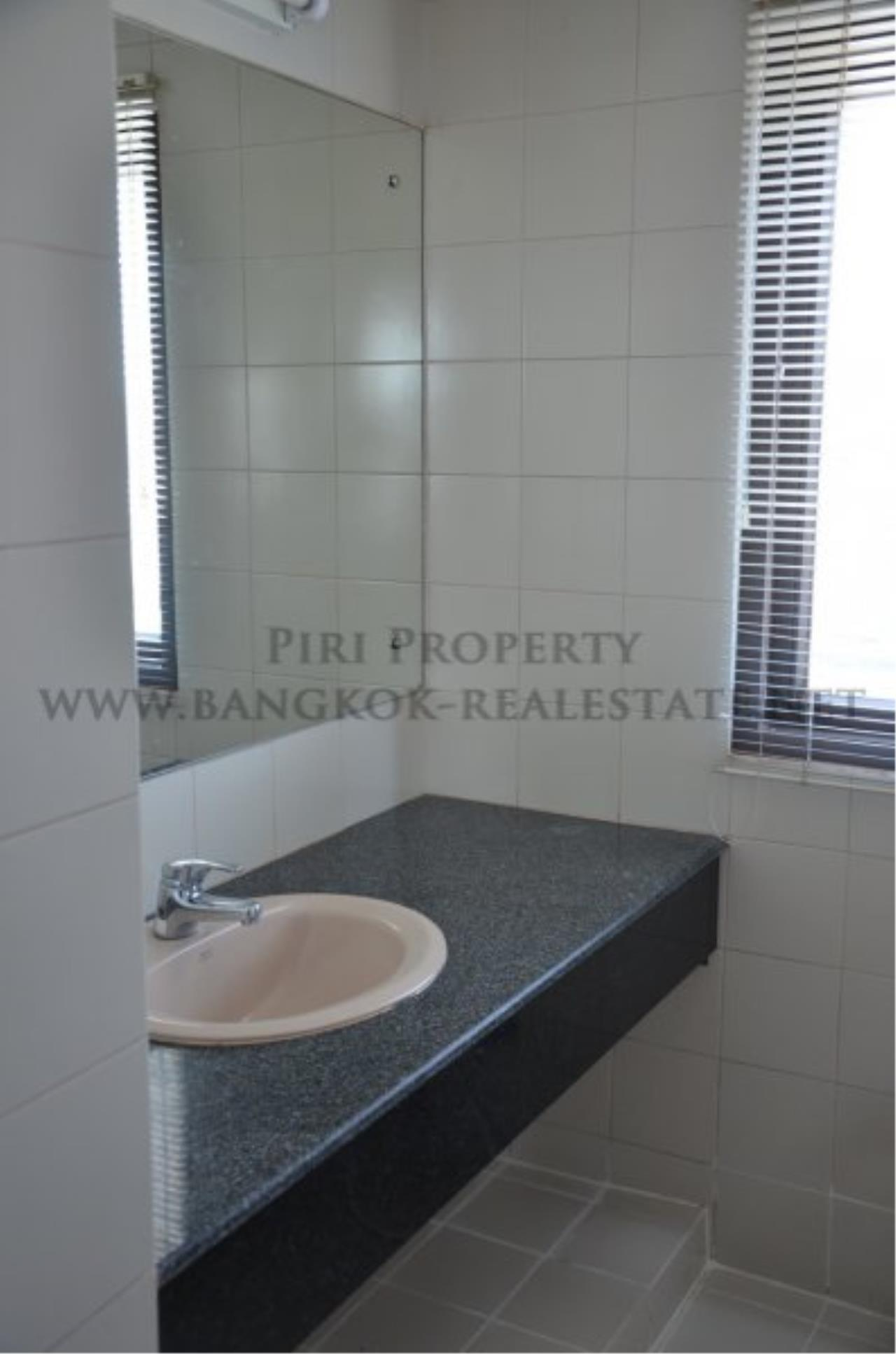 Piri Property Agency's Spacious 3 Bedroom Condo in Ekkamai - 128 SQM for 50K - Top View Tower - 30th Floor 8