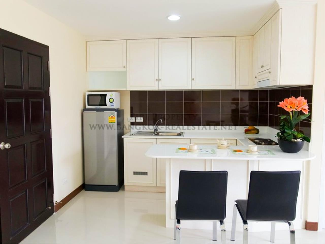 Piri Property Agency's Deluxe Studio Unit in Ekkamai - 36 SQM just a minute away from BigC 3