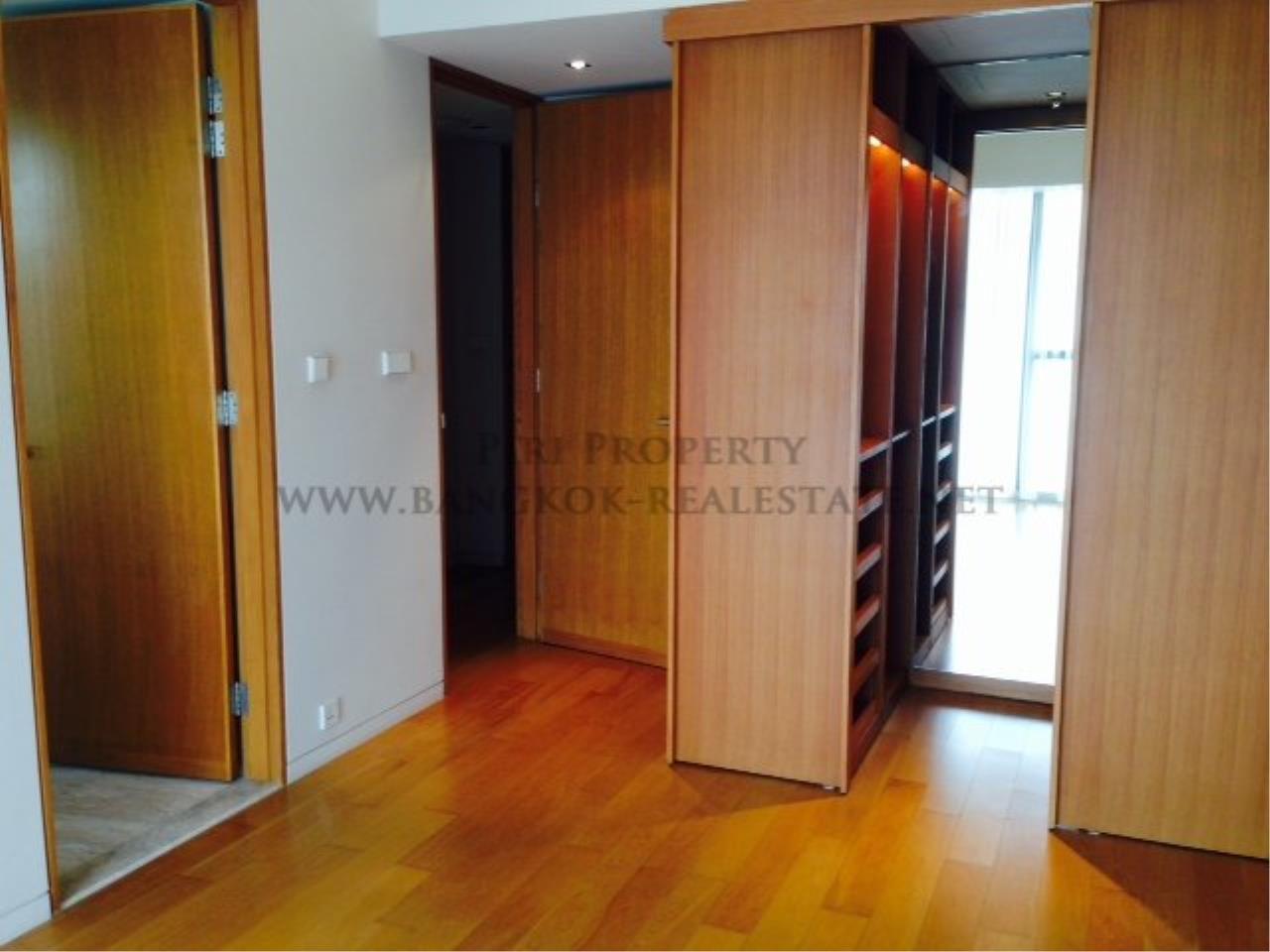 Piri Property Agency's 2 Bedroom Condo on Super High Floor - The River Condo 1