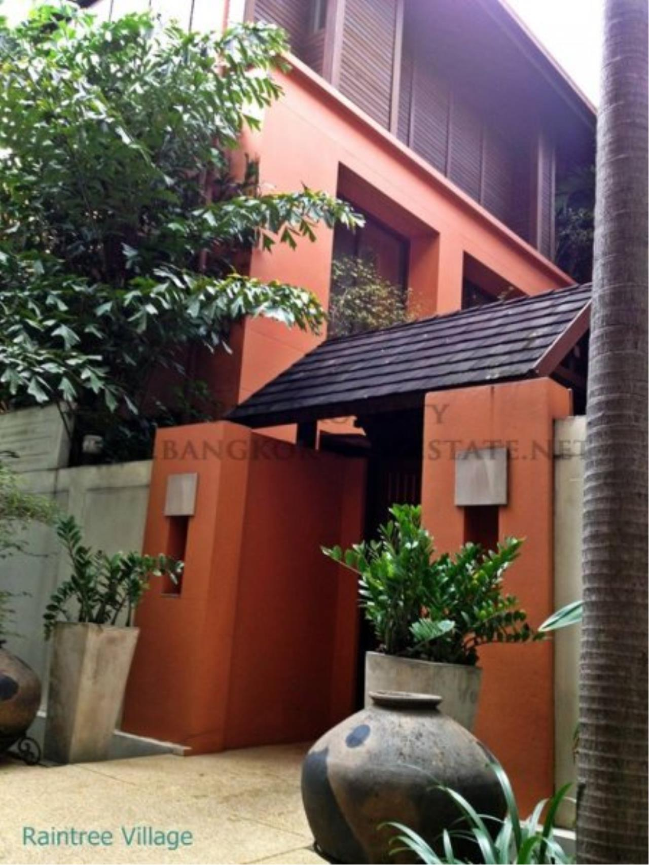 Piri Property Agency's Townhouse Apartment nearby Emporium for Rent - 3 plus 1 Bedroom 1