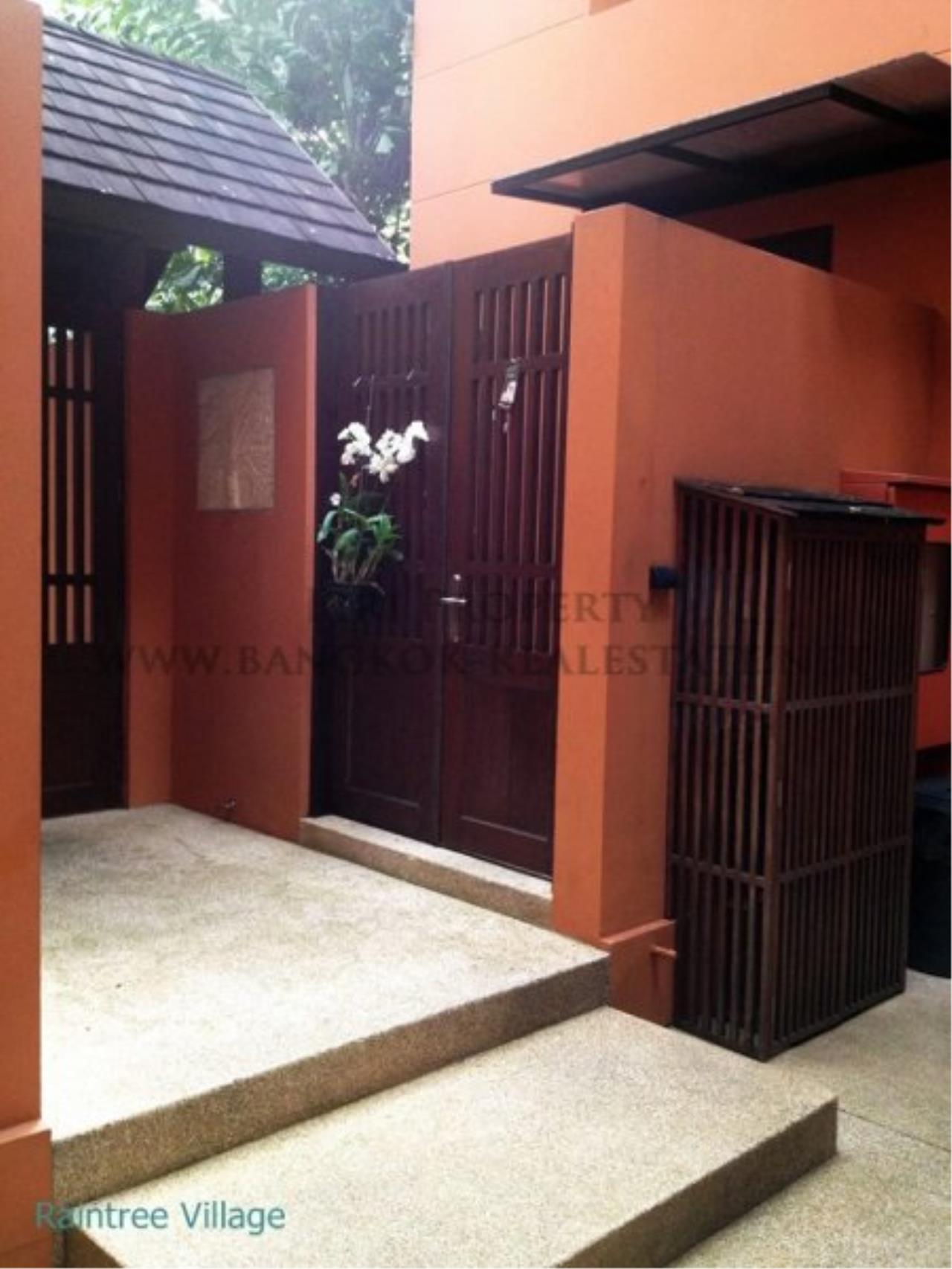 Piri Property Agency's Townhouse Apartment nearby Emporium for Rent - 3 plus 1 Bedroom 8