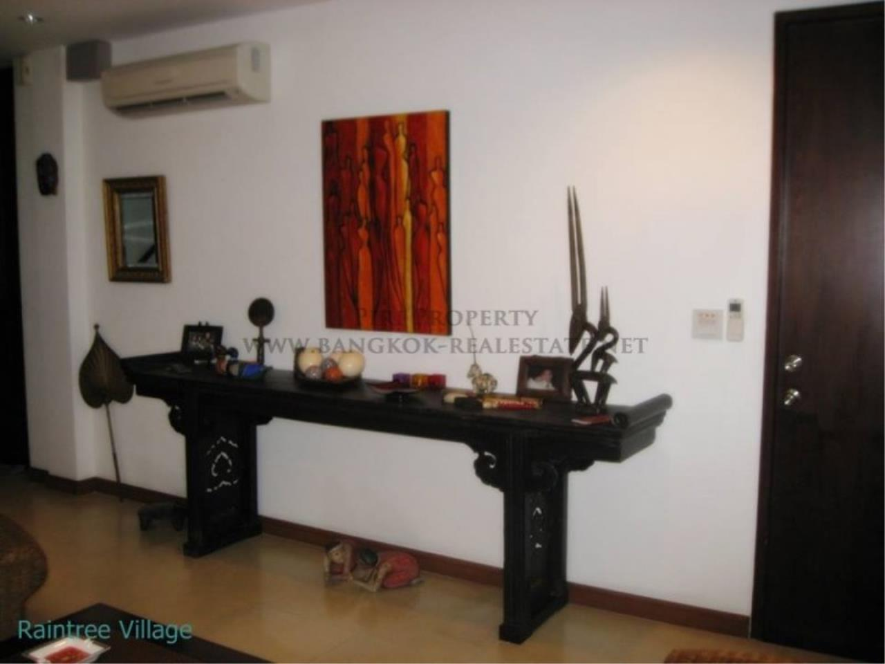 Piri Property Agency's Townhouse Apartment nearby Emporium for Rent - 3 plus 1 Bedroom 2