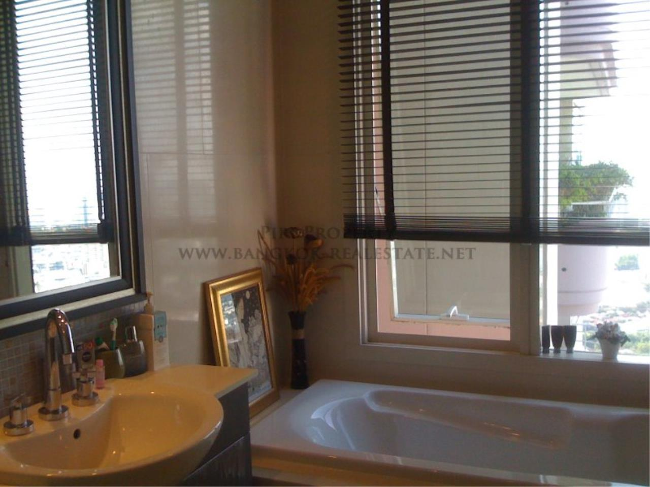 Piri Property Agency's Nice 2 Bedroom Condo for Rent - Watermark Chaophraya - High Floor 5