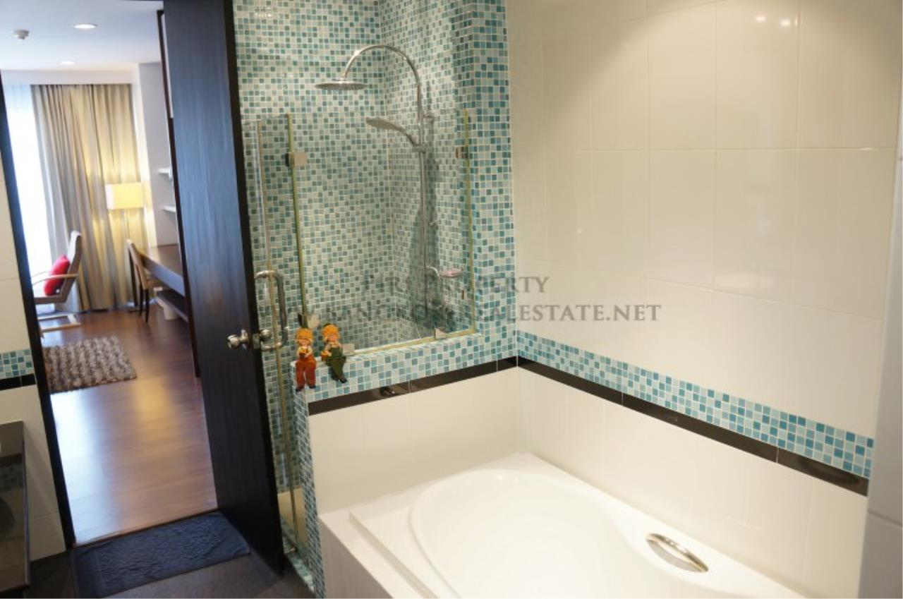 Piri Property Agency's Modern 2 Bedroom Condo in Asoke for Rent - 1 minute to the BTS station 3