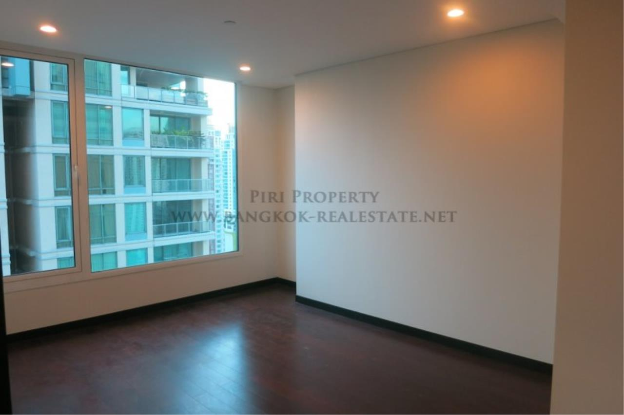 Piri Property Agency's The Park Chidlom - Spacious 3 plus 1 Bedroom Condo on High Floor 3