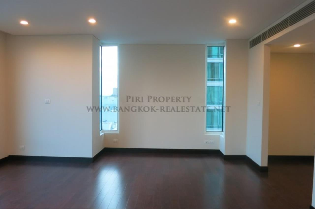 Piri Property Agency's The Park Chidlom - Spacious 3 plus 1 Bedroom Condo on High Floor 2