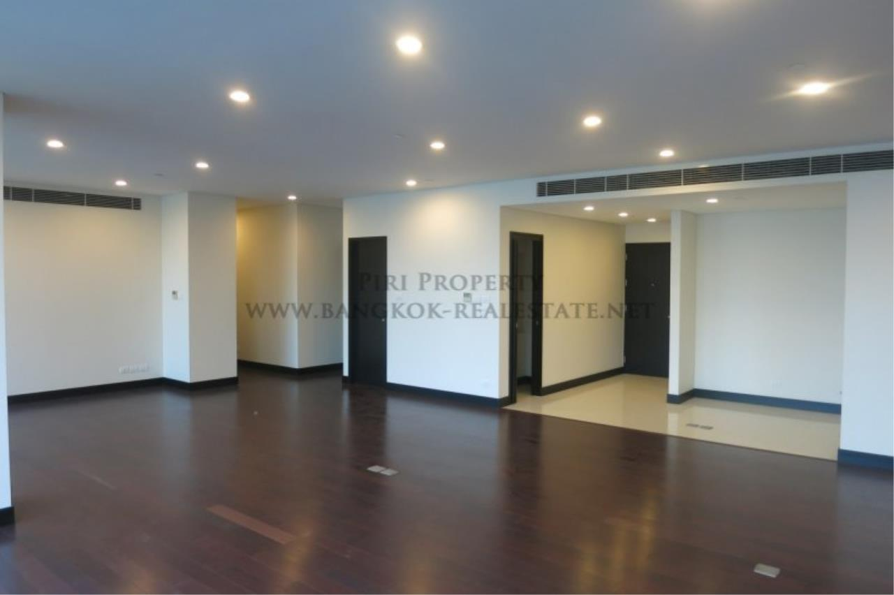 Piri Property Agency's The Park Chidlom - Spacious 3 plus 1 Bedroom Condo on High Floor 5