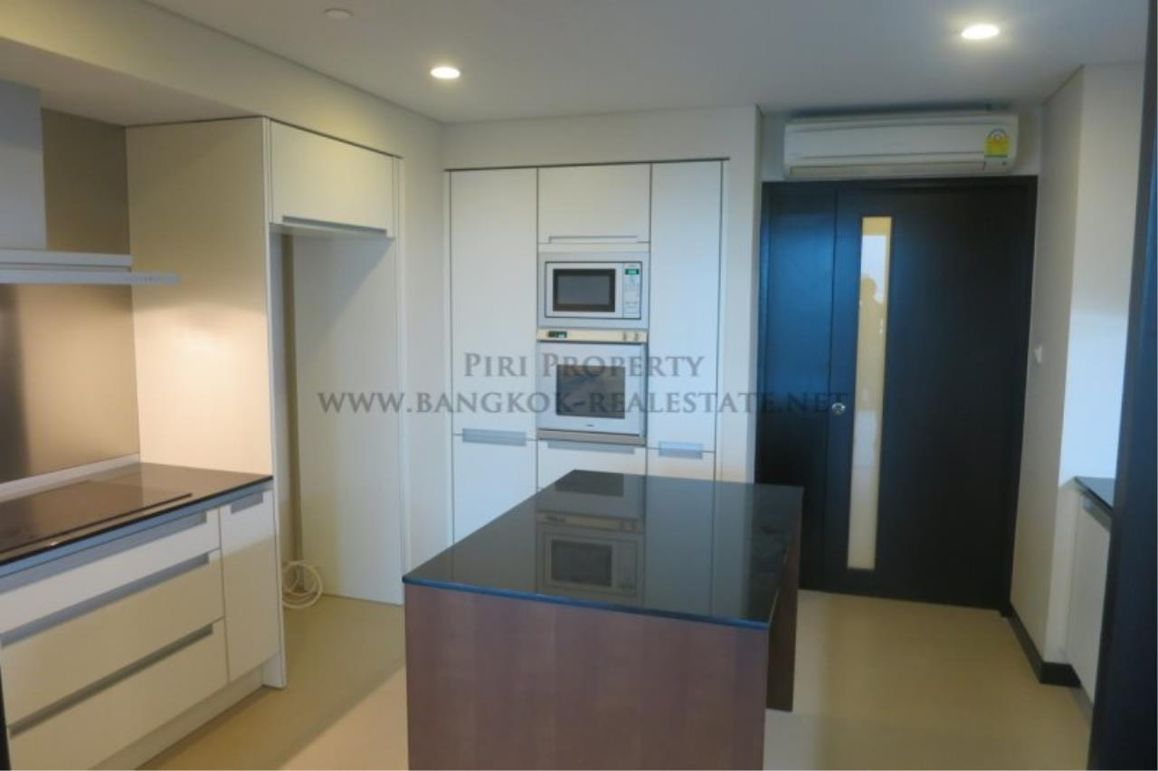 Piri Property Agency's The Park Chidlom - Spacious 3 plus 1 Bedroom Condo on High Floor 6