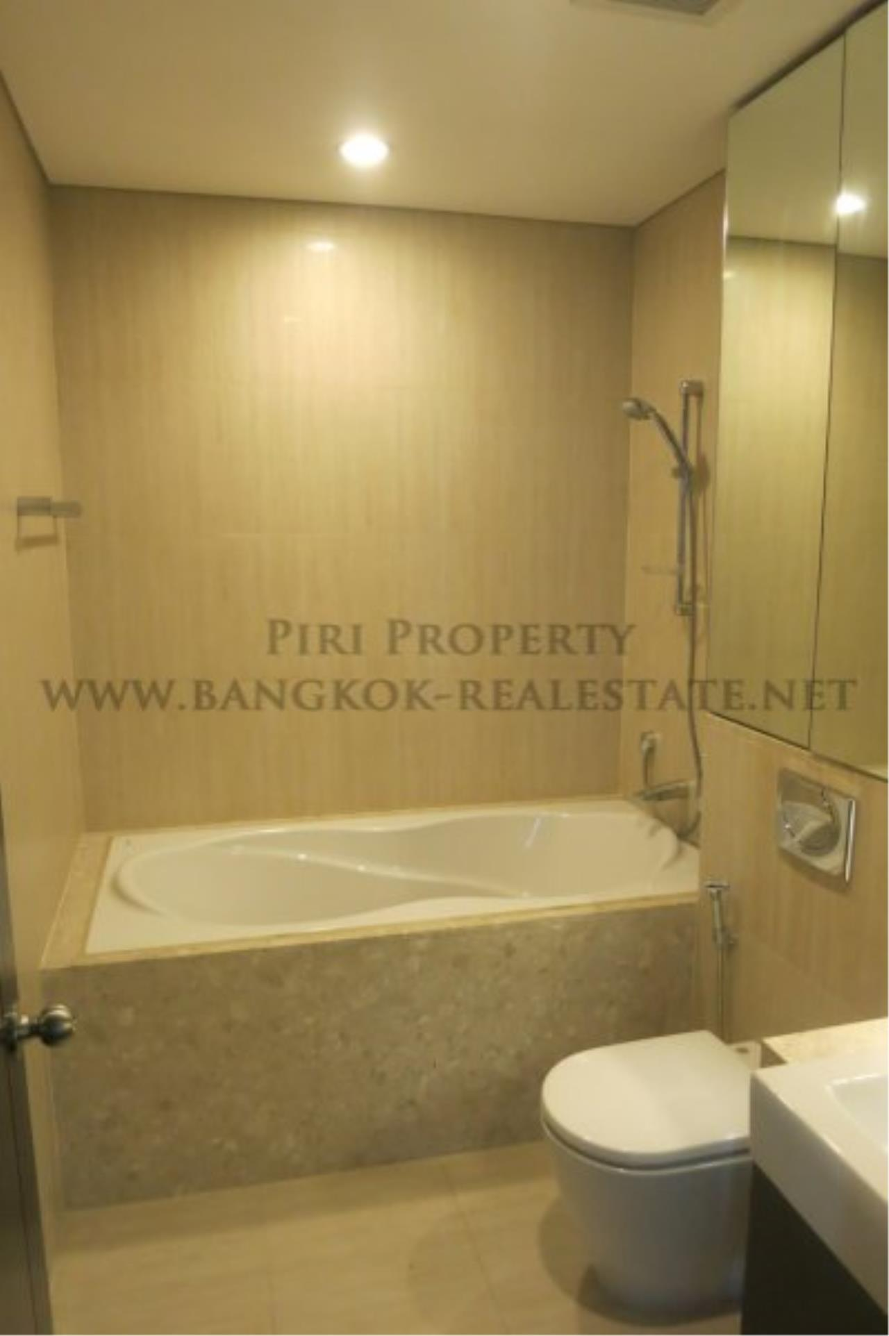 Piri Property Agency's The Park Chidlom - Spacious 3 plus 1 Bedroom Condo on High Floor 11