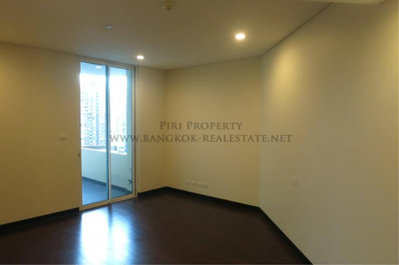 Piri Property Agency's The Park Chidlom - Spacious 3 plus 1 Bedroom Condo on High Floor 12