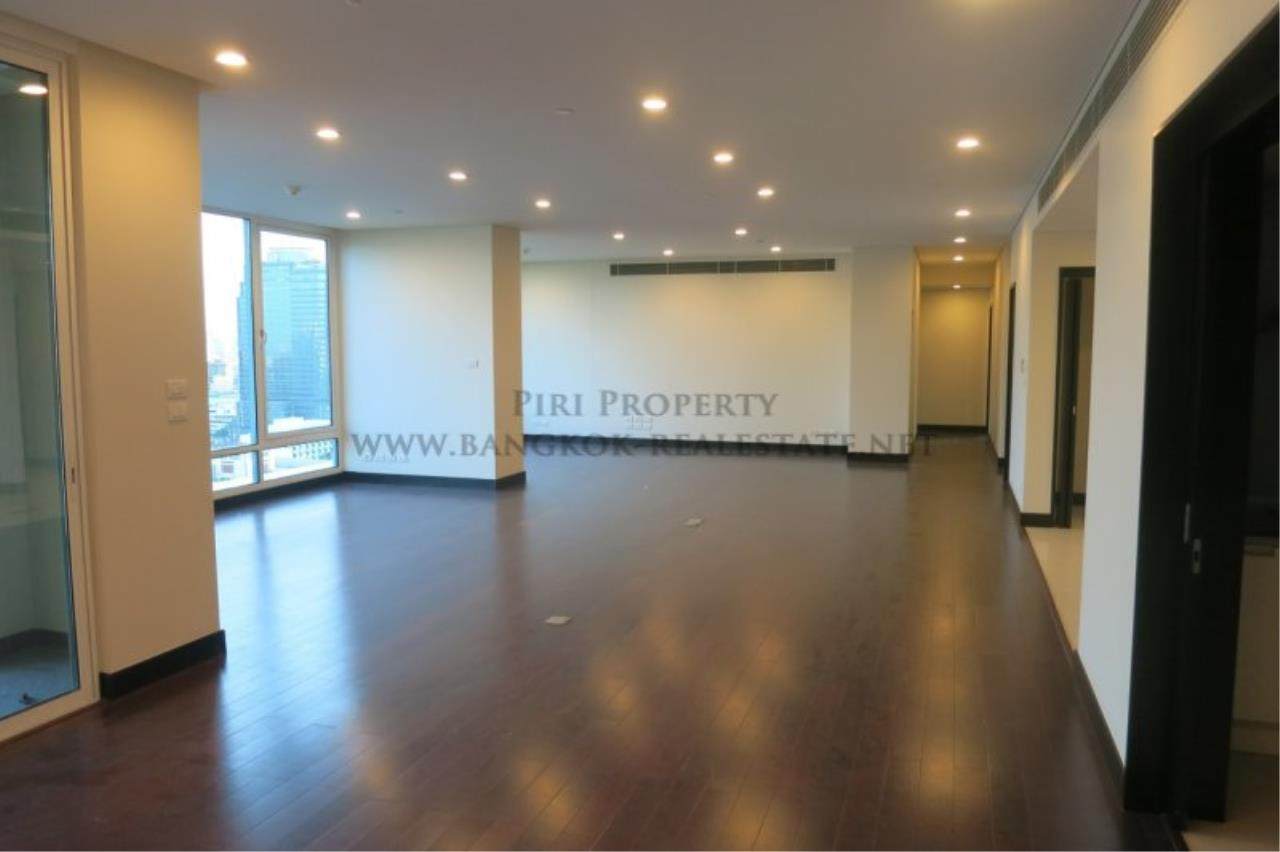 Piri Property Agency's The Park Chidlom - Spacious 3 plus 1 Bedroom Condo on High Floor 4