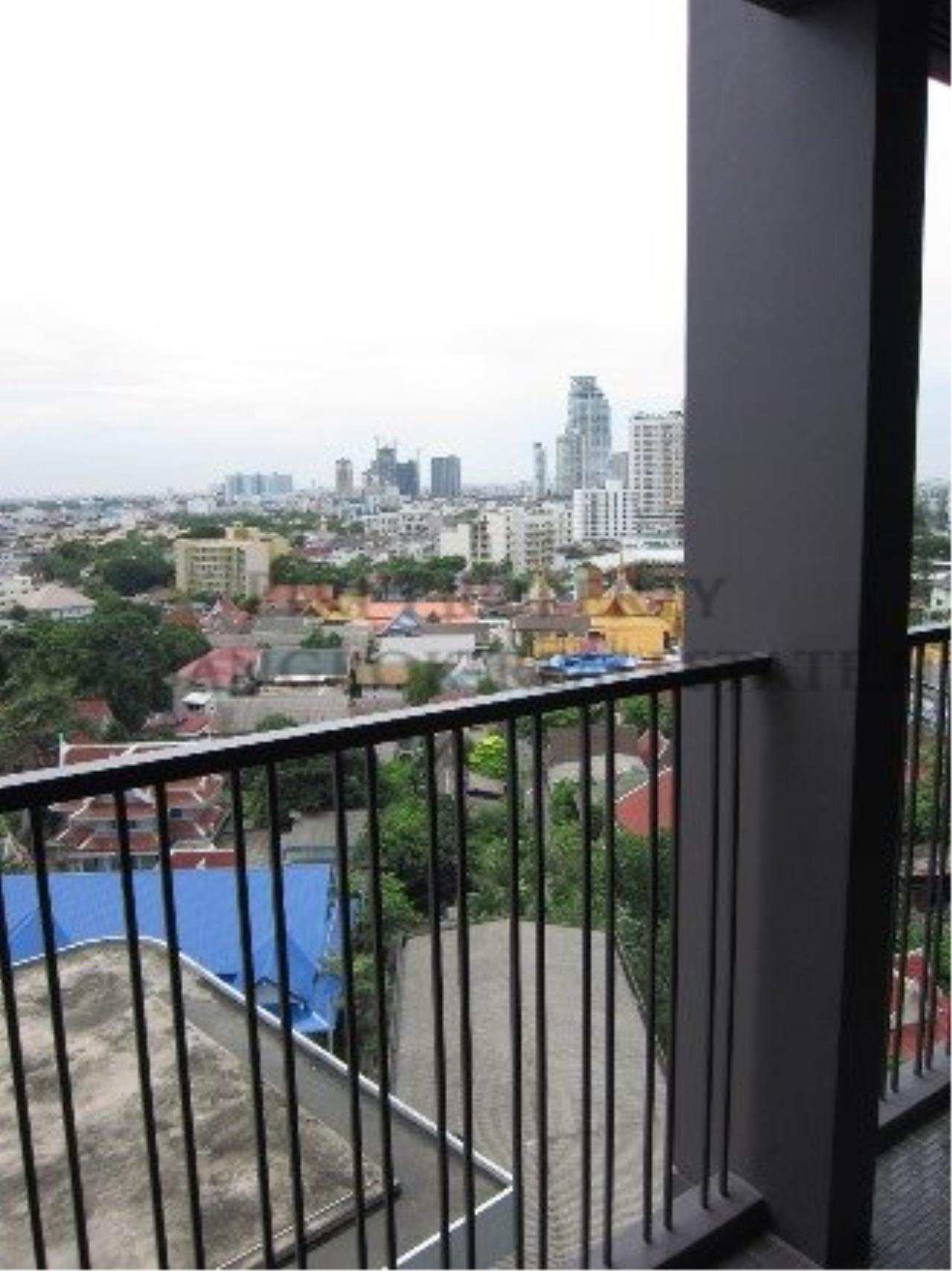 Piri Property Agency's Studio Condo in Ekkamai for Rent - Nice and Modern furniture 2