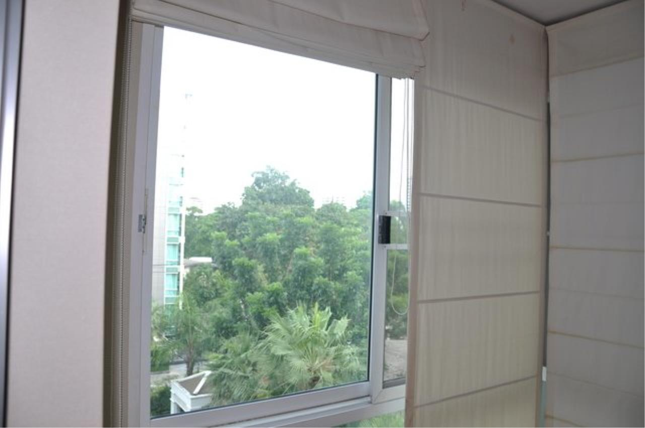 Piri Property Agency's Bright 2 Bedrooms in the The Bangkok 61 Building for rent on mid floor 12