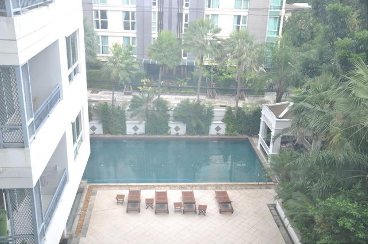 Piri Property Agency's Bright 2 Bedrooms in the The Bangkok 61 Building for rent on mid floor 13