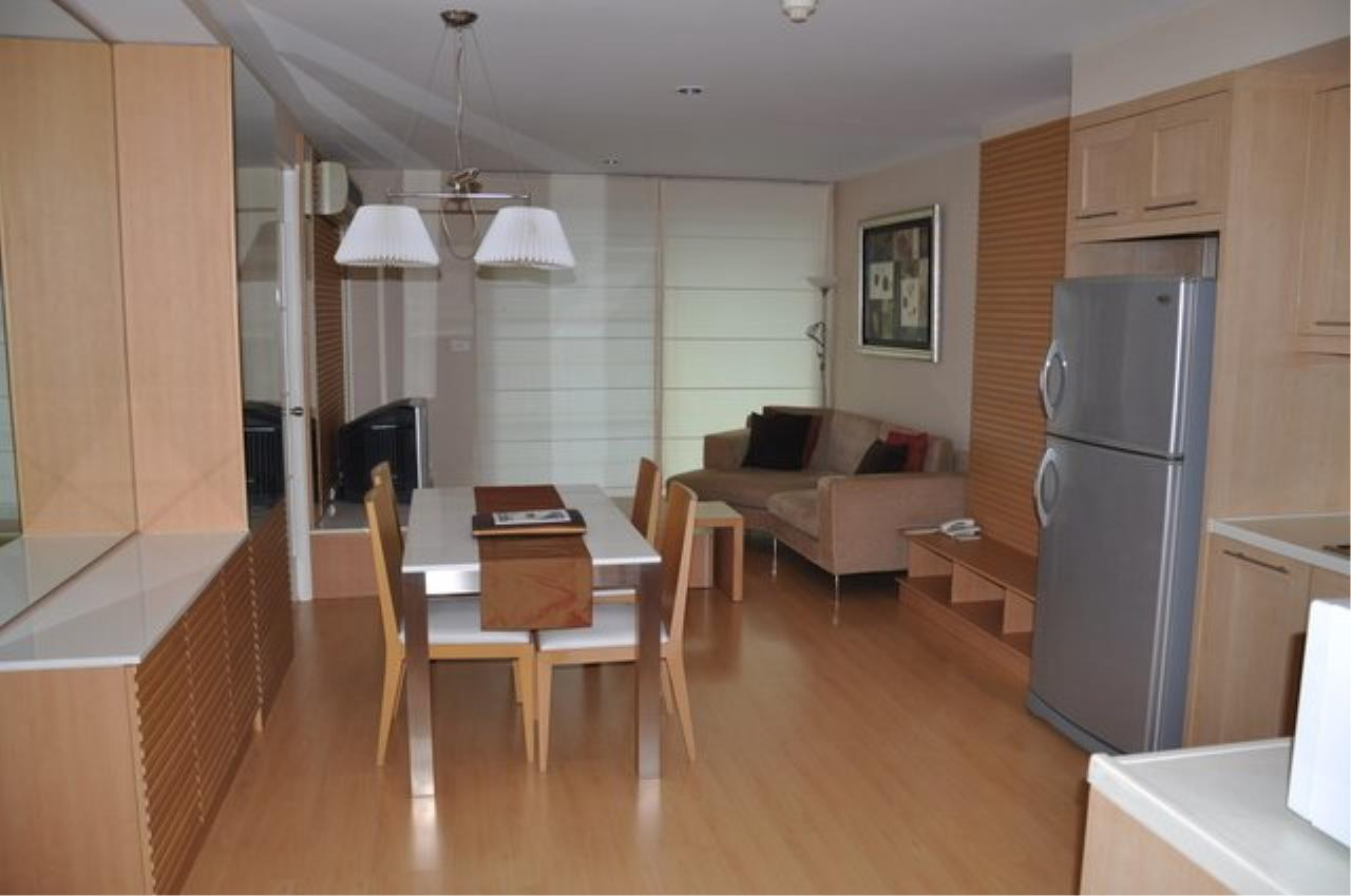Piri Property Agency's Bright 2 Bedrooms in the The Bangkok 61 Building for rent on mid floor 5