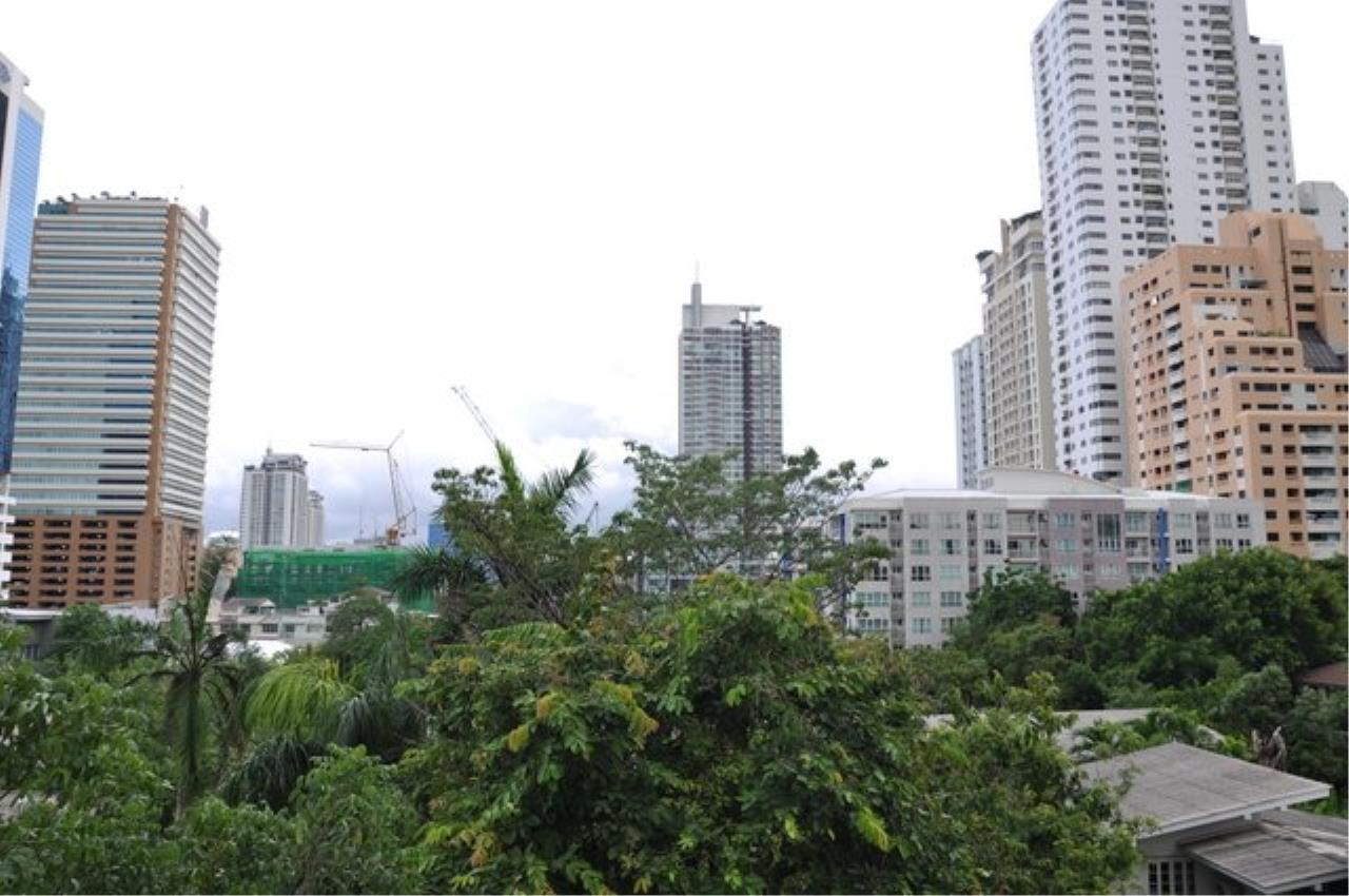 Piri Property Agency's Bright 2 Bedrooms in the The Bangkok 61 Building for rent on mid floor 15