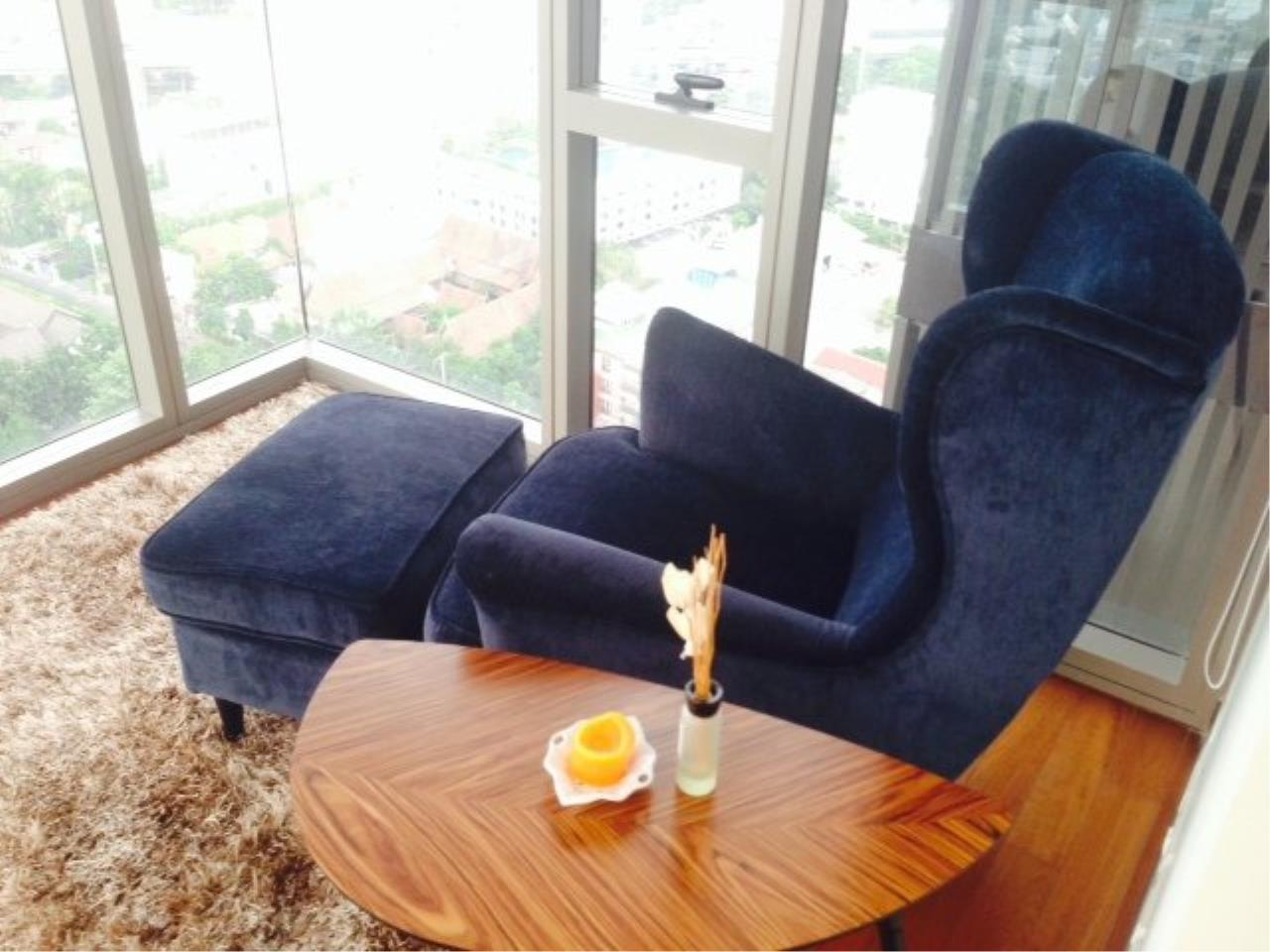 Piri Property Agency's Cozy 1 Bedroom Condo in the Ashton Bulding for rent on high floor 5