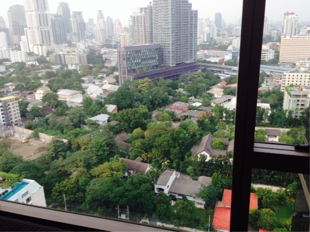 Piri Property Agency's Cozy 1 Bedroom Condo in the Ashton Bulding for rent on high floor 7