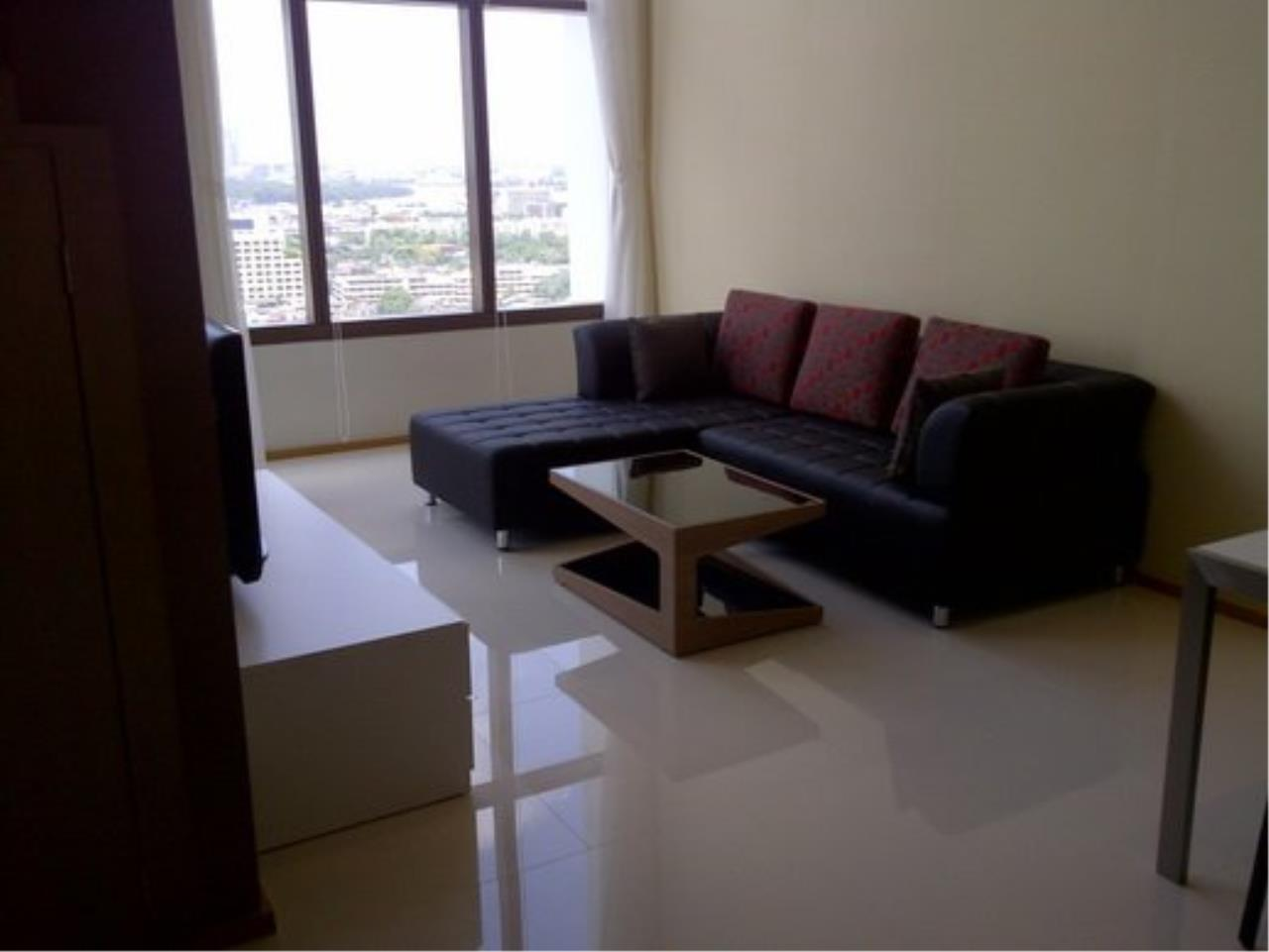 Piri Property Agency's Duplex 1 Bedroom Condo in the Emporio Place building for rent on high floor 1